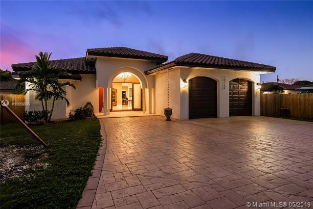 15700 SW 90th Ave, Palmetto Bay, FL 33157 (MLS #A10669898) :: Grove Properties