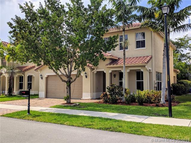 10611 NW 36th St, Coral Springs, FL 33065 (MLS #A10670357) :: Grove Properties
