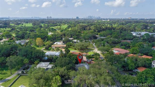 10907 NE 8th Ave, Biscayne Park, FL 33161 (MLS #A10670732) :: Lucido Global