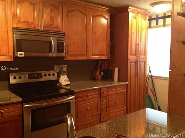 4895 NW 97th Pl #348, Doral, FL 33178 (MLS #A10670839) :: Berkshire Hathaway HomeServices EWM Realty
