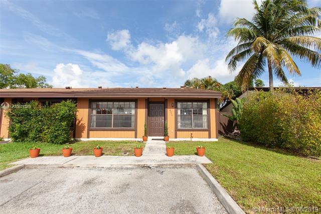 2330 Pecan Ct, Pembroke Pines, FL 33026 (MLS #A10671349) :: The Brickell Scoop