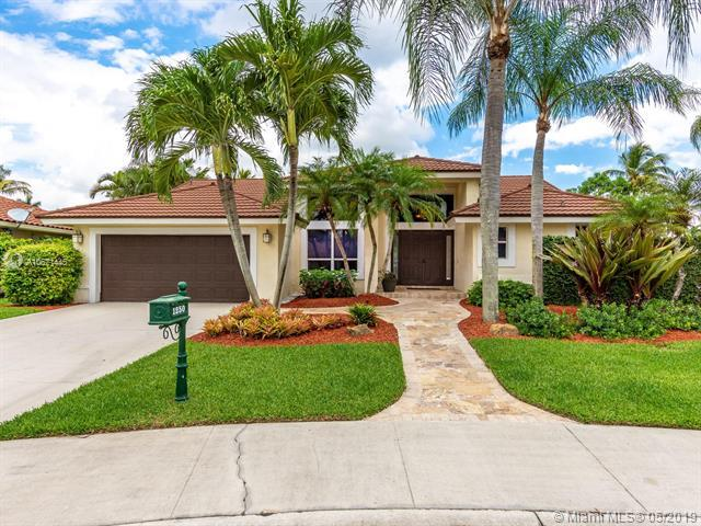 1250 Fairfax Ct, Weston, FL 33326 (MLS #A10671445) :: The Paiz Group