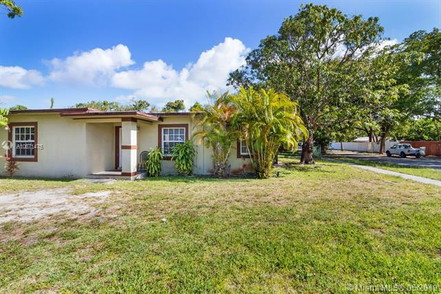 800 NE 140th St, North Miami, FL 33161 (MLS #A10671475) :: Green Realty Properties