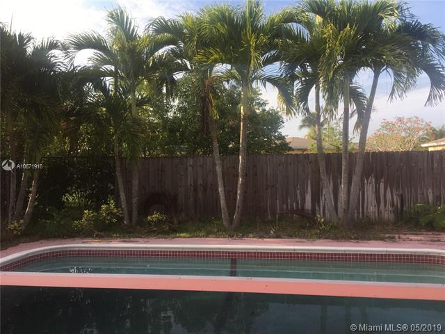 5400 SW 11th St, Margate, FL 33068 (MLS #A10671916) :: The Brickell Scoop