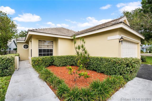 8895 Woodside Ct, Davie, FL 33328 (MLS #A10672316) :: Green Realty Properties