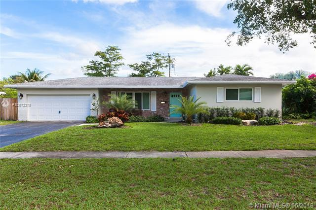5490 SW 8th St, Plantation, FL 33317 (MLS #A10672375) :: The Paiz Group
