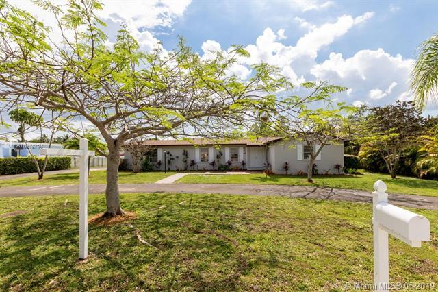 13341 SW 99th Ct, Miami, FL 33176 (MLS #A10672710) :: RE/MAX Presidential Real Estate Group