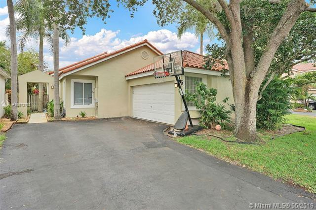 10073 NW 4th St, Plantation, FL 33324 (MLS #A10672782) :: The Teri Arbogast Team at Keller Williams Partners SW