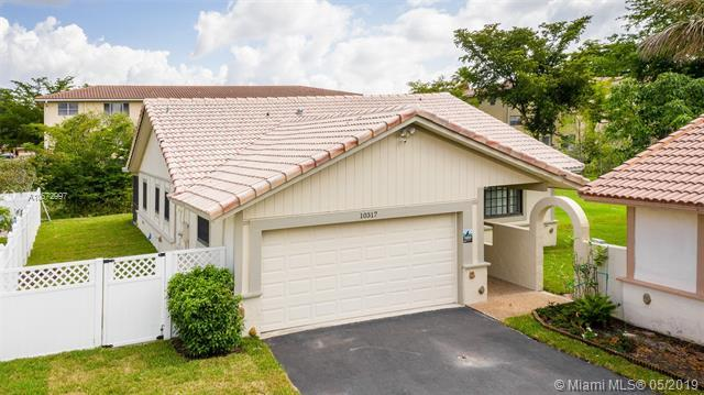 10317 NW 31st St, Coral Springs, FL 33065 (MLS #A10672997) :: RE/MAX Presidential Real Estate Group