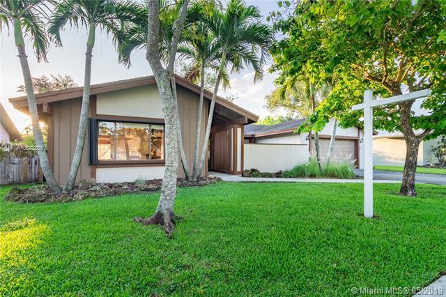 10255 SW 131st Ct, Miami, FL 33186 (MLS #A10673208) :: Green Realty Properties