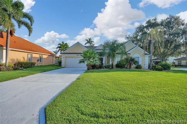 6417 Old Medinah Cir, Lake Worth, FL 33463 (MLS #A10673217) :: The Brickell Scoop