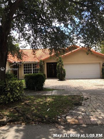 8564 NW 165th Ter, Miami Lakes, FL 33016 (MLS #A10673282) :: The Jack Coden Group