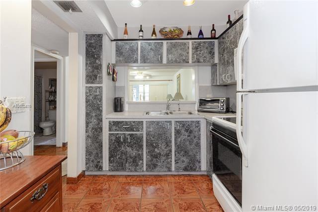 1101 Crystal Lake Dr #108, Deerfield Beach, FL 33064 (MLS #A10673476) :: Grove Properties
