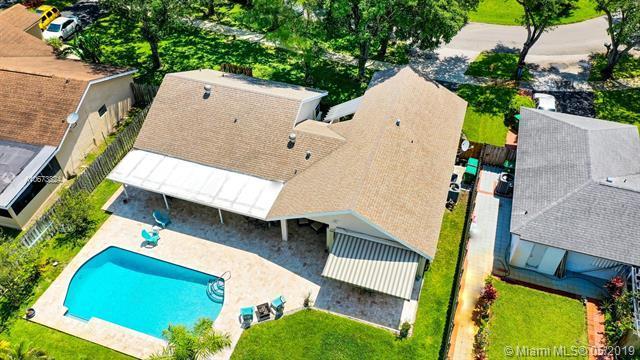 12210 Melissa Way, Cooper City, FL 33026 (MLS #A10673824) :: Grove Properties