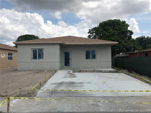 2720 Nw 5 St, Pompano Beach, FL 33069 (MLS #A10673971) :: The Paiz Group