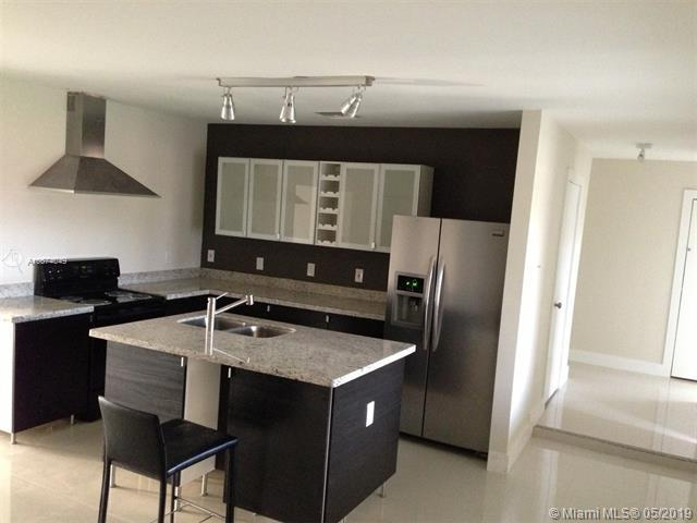 2400 NW 63rd Ave, Sunrise, FL 33313 (MLS #A10674049) :: RE/MAX Presidential Real Estate Group
