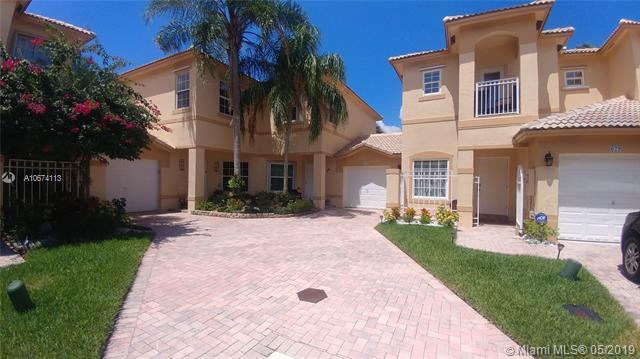 Pembroke Pines, FL 33028 :: The Teri Arbogast Team at Keller Williams Partners SW
