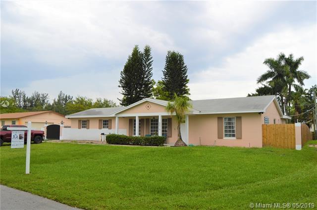 6470 SW 56th St, Davie, FL 33314 (MLS #A10674759) :: Grove Properties