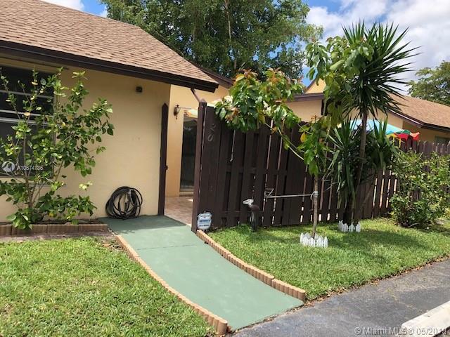 120 Essex Road 2-35, Hollywood, FL 33024 (MLS #A10674786) :: The Paiz Group