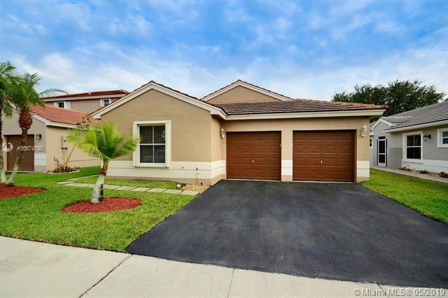19120 NW 19th St, Pembroke Pines, FL 33029 (MLS #A10674790) :: Berkshire Hathaway HomeServices EWM Realty
