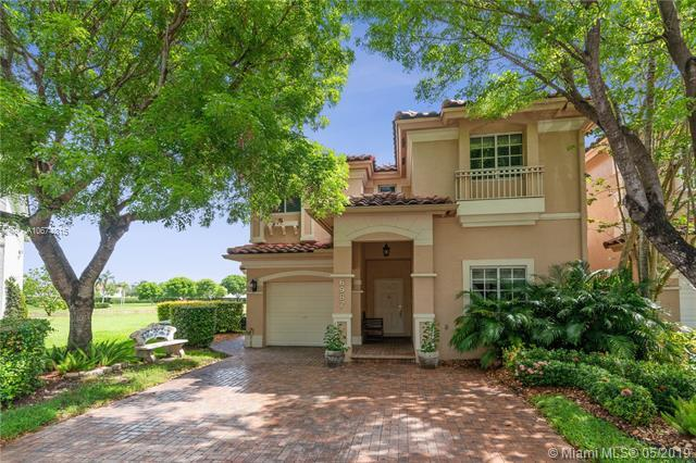 6987 NW 109th Ave, Doral, FL 33178 (MLS #A10674815) :: The Jack Coden Group