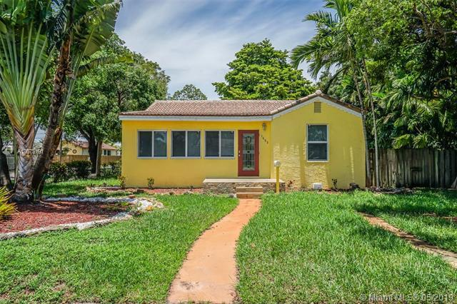 1653 Plunkett St, Hollywood, FL 33020 (MLS #A10675191) :: Grove Properties