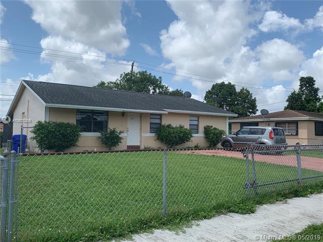 6630 Harding St, Hollywood, FL 33024 (MLS #A10675256) :: The Paiz Group
