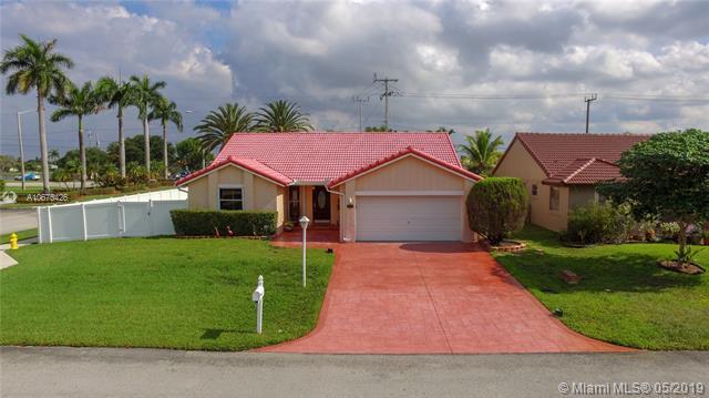 15643 Ravenswicke Mnr, Davie, FL 33331 (MLS #A10675426) :: The Paiz Group
