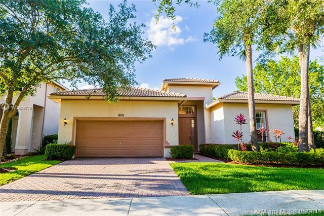 19101 Seneca Avenue, Weston, FL 33332 (MLS #A10675776) :: The Paiz Group