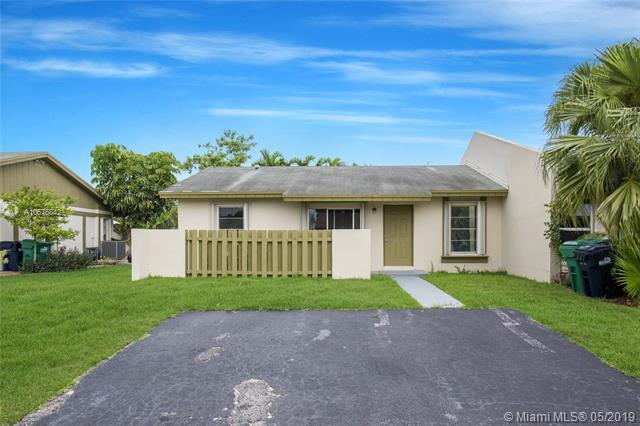 11904 SW 110th St Cir E, Miami, FL 33186 (MLS #A10675842) :: Grove Properties