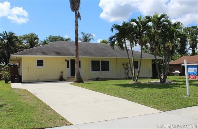 6351 SE Lillian Ct, Stuart, FL 34997 (MLS #A10675890) :: Green Realty Properties