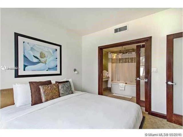 1036 Ocean Dr B309, Miami Beach, FL 33139 (MLS #A10676094) :: The Riley Smith Group
