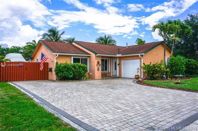 11831 NW 35th St, Sunrise, FL 33323 (MLS #A10676136) :: EWM Realty International