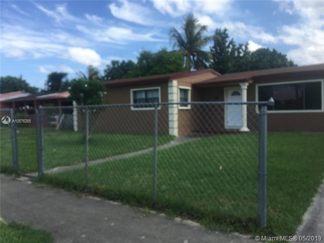 1070 NW 185th Ter, Miami Gardens, FL 33169 (MLS #A10676265) :: The Paiz Group