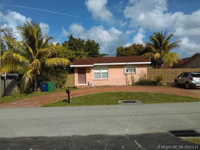 1905 SW 100th Ave, Miramar, FL 33025 (MLS #A10676301) :: The Teri Arbogast Team at Keller Williams Partners SW