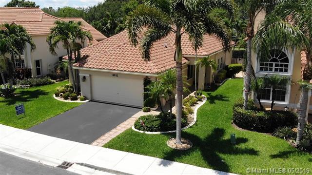 8932 S Lake Park Cir S, Davie, FL 33328 (MLS #A10676377) :: The Paiz Group