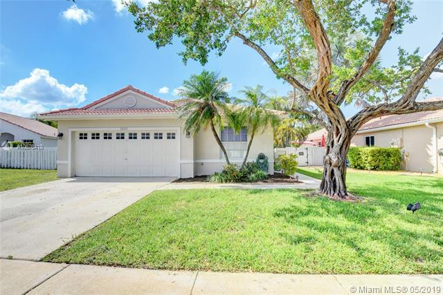 1010 NW 190th Ave, Pembroke Pines, FL 33029 (MLS #A10676410) :: Berkshire Hathaway HomeServices EWM Realty