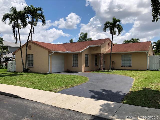 550 Auburn Way, Davie, FL 33325 (MLS #A10676414) :: Green Realty Properties