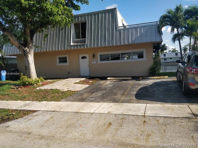 1371 NE 40th Pl, Oakland Park, FL 33334 (MLS #A10676494) :: Ray De Leon with One Sotheby's International Realty