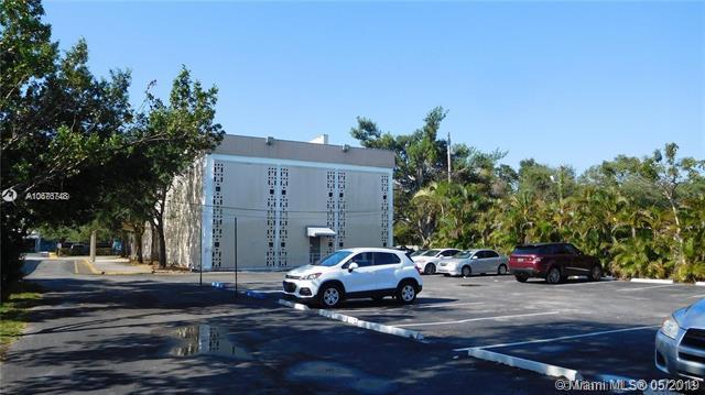 6011 Rodman St #107, Hollywood, FL 33023 (MLS #A10676748) :: The Paiz Group