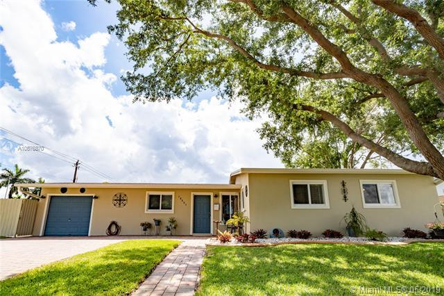 18551 NW 84th Ct, Hialeah, FL 33015 (MLS #A10676870) :: The Riley Smith Group