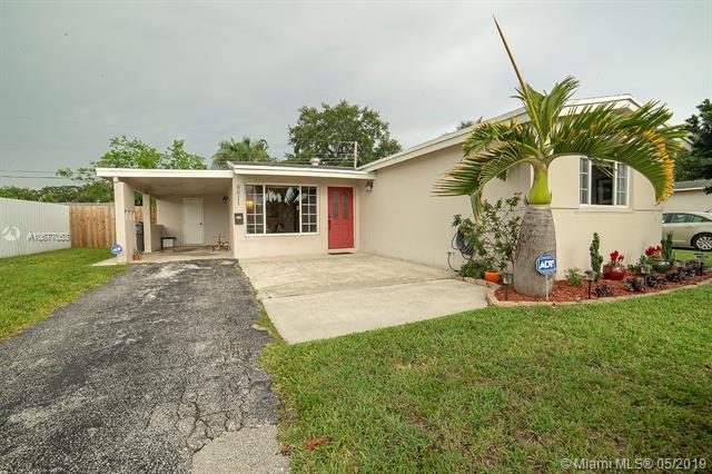 6611 Allen St, Hollywood, FL 33024 (MLS #A10677053) :: The Riley Smith Group