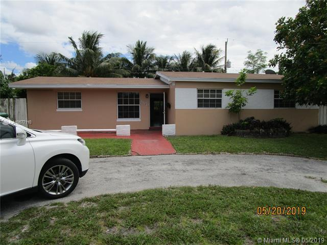 1100 NW 200th Ter, Miami Gardens, FL 33169 (MLS #A10677110) :: RE/MAX Presidential Real Estate Group