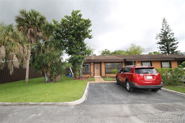 10300 Fern Ct #10300, Pembroke Pines, FL 33026 (MLS #A10677172) :: The Brickell Scoop