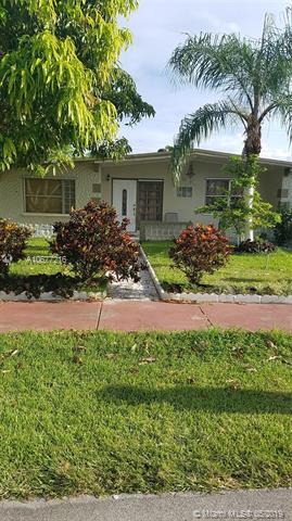 280 NE 45th St, Deerfield Beach, FL 33064 (MLS #A10677216) :: EWM Realty International