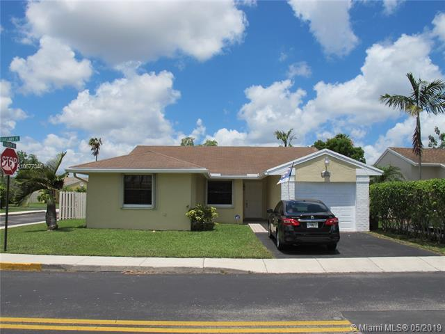 13971 Oaklawn Pl, Davie, FL 33325 (MLS #A10677346) :: The Howland Group
