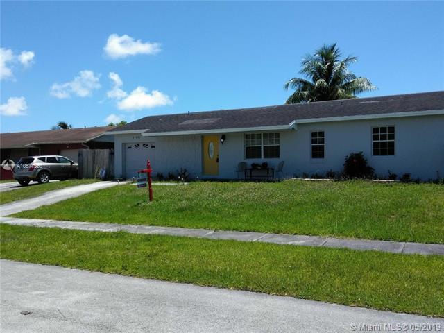 26601 SW 124 AV, Homestead, FL 33032 (MLS #A10677500) :: Green Realty Properties