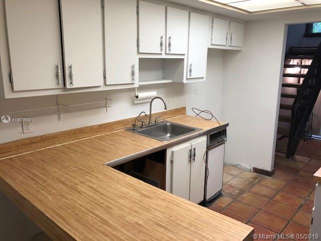 19420 NE 26th Ave 123D, Miami, FL 33180 (MLS #A10677534) :: Castelli Real Estate Services