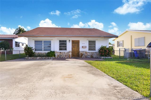 5625 Garfield St, Hollywood, FL 33021 (MLS #A10677677) :: RE/MAX Presidential Real Estate Group