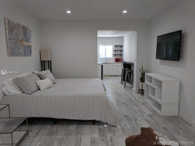 428 Collins Ave - Photo 1